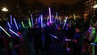 epa05074792 Star Wars movie fans participate in a mock lightsaber battle at Washington Square Park in New York, New York USA, 18 December 2015. Star Wars sequel, 'Star Wars: The Force Awakens' opens this weekend in worldwide cinemas.  EPA/PETER