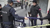 epa05220095 Turkish policemen stand in a cordon off street after a suicide bomb attack at Istiklal Street in Istanbul, Turkey, 19 March 2016. According to media reports, two people have died and seven injured in the suicide bomb in Istiklal Street, a main