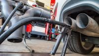 epa04943326 A probe of a device used for Diesel engine emission tests has been attached to an exhaust pipe of a VW Golf 2.0 TDI car in a repair shop in Frankfurt/Oder, Germany, 21 September 2015. The head of Volkswagen's US division apologized late
