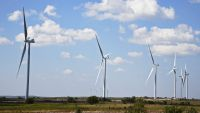 epa04949959 Large wind turbines stand on the hill, part of a large wind farm being built near Ardmore, Oklahoma, USA, 25 September 2015. Wind farms are being built in Oklahoma, Texas, and Kansas to produce electricity.  EPA/LARRY W. SMITH