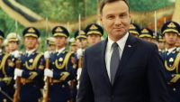 epa05040782 Polish President Andrzej Duda walks past a People's Liberation Army honor guard during a welcome ceremony at the Great Hall of the People in Beijing, China, 25 November 2015. The President of Poland is on an official visit to China,
