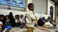 epa04305453 A Yemeni boy walks by a group displaced by fierce fighting in Amran Province at rest on a pavement in Sana?a, Yemen, 08 July 2014. Local media reports thousands have been forced to flee areas where Yemeni troops and government backed local