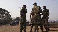 epa04855353 Burundian soldiers stand outside of a polling station during the Presidential election in Musaga neighborhood of the capital Bujumbura, Burundi, 21 July 2015. Burundians were voting 21 July in a controversial presidential election, boycotted