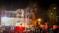epa05086416 Iranian protestors set fire to the Saudi Arabia embassy in Tehran, Iran, 02 January 2016. Protesters have stormed the Saudi embassy building in the Iranian capital of Tehran early Sunday amid backlash over the execution of a prominent Shiite