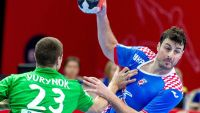 epa05103595 Domagoj Duvnjak (R) of Croatia and Andrei Yurynok (L) of Belarus in action during the 2016 Men's European Championship handball group B match between Croatia and Belarus at the Saucer hall sports and entertainment in Katowice, Poland, 15