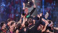 epa05137719 German players celebrate with head coach Dagur Sigurdsson (C) holding the trophy during the medal ceremony after the 2016 European Men's Handball Championship final game between Germany and Spain at the Tauron Arena in Krakow, Poland, 31