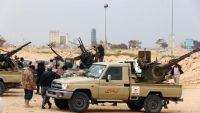 epa04665315 Fighters loyal to Libya's parliament General National Congress (GNC) prepare to launch attacks as they continue to fight Islamic State (IS) on the outskirts city of Sirte, Libya, 16 March  2015. According to reports, pro-government
