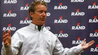 epa05107568 Kentucky Senator and Republican presidential candidate Rand Paul speaks after target shooting at the Crossroads Shooting Sports gun range as he campaigns in Johnston, Iowa, USA, 17 January 2016. The Iowa Caucus will be held 01 February 2016