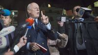 epa05141687 Staffan de Mistura (C), UN Special Envoy of the Secretary-General for Syria, speaks to the press before a round of negotiation between the Syrian government and the opposition, outside President Wilson hotel in Geneva, Switzerland, 03 January