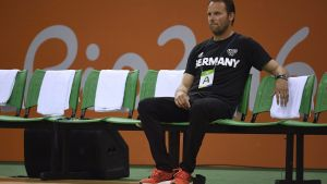 epa05499674 Germany's coach Dagur Sigurdsson before they play France in the Rio 2016 Olympic Games Men's Semifinal match at the Future Arena in the Olympic Park in Rio de Janeiro, Brazil, 19 August 2016.  EPA/MARIJAN MURAT