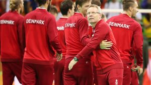 epa05505761 Coach Gudmundur Gudmundsson (C) of gold medal team of Denmark and players during the awarding ceremony of the men's Handball tournament for the Rio 2016 Olympic Games at the Future Arena in the Olympic Park in Rio de Janeiro, Brazil, 21