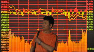 epa01778963 An investor passes by an electronic board showing the benchmark Shanghai Composite Index at a securities exchange house in downtown Qingdao city, eastern China's Shandong province.30 June 2009. Chinese shares opened slightly higher at
