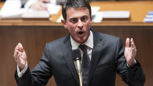 epa05032309 (FILE) A file photograph showing French Prime Minister Manuel Valls answers a question during the questions to the government at the French Parliament in Paris, France, 17 November 2015. Manuel Valls on 19 November 2015 has warned that France