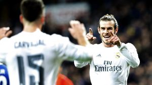 epa05094619 Real Madrid's Welsh winger Gareth Bale (R) celebrates with Dani Carvajal (L) after scoring the 2-0 lead against Deportivo Coruna during the Spanish Liga Primera Divison soccer match played at Santiago Bernabeu stadium, in Madrid, Spain,