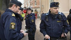 epa05139946 Police officers and rescue forces stand outside the Tingvalla secondary school in Karlstad, Sweden, 02 February 2016. A loud explosion was heard in the centre of Karlstad in Sweden. Local authorities say the blast came from inside the