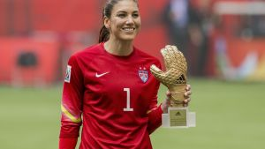 epa04833116 USA's goalkeeper Hope Solo poses with her Adidas Golden Glove trophy, awarded to the best goalkeeper in the final competition on the basis of a ranking compiled by the FIFA Technical Study Group, at the end of the FIFA Women's World