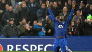 epa04659909 Everton's Romelu Lukaku celebrates scoring the third goal making the score 2-1 during the UEFA Europa League round of 16 soccer match between Everton and Dynamo Kiev at the Goodison Park in Liverpool, Britain, 12 March 2015.  EPA/PETER