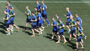 epa05392467 Iceland players during a training session of the Iceland team at Stade de Nice in Nice, France, 26 June 2016. Iceland will face England in the UEFA EURO 2016 round of 16 match on 27 June 2016.