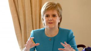 epaselect epa05390044 Scotland's First Minister Nicola Sturgeon (R) during an emergency cabinet meeting at Bute House in Edinburgh, Scotland, Britain, 25 June 2016. The government team gathered in Edinburgh to discuss the next steps they will take