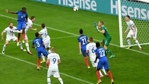 epa05406102 Paul Pogba (2-L) of France scores the 2-0 goal during the UEFA EURO 2016 quarter final match between France and Iceland at Stade de France in Saint-Denis, France, 03 July 2016.