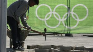 epa05442226 Brazilian worker prepares to place tiles in the Olympic Park in Rio de Janeiro, Brazil, 26 July 2016. The Olympic Games start on 05 August.  EPA/SERGEI ILNITSKY