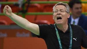 epa05468328 Denmark's coach Gudmundur  Gudmundsson reacts during the men's Handball preliminary round game between Tunisia and Denmark at the Rio 2016 Olympic Games at the Future Arena in the Olympic Park in Rio de Janeiro, Brazil, 09 August