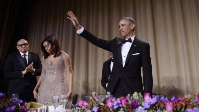 epa05285085 US President Barack Obama (R) waves after delivering a speech as First Lady Michelle Obama (2-L) and comedian Larry Wilmore (L) look on during the White House Correspondents' Association annual dinner at the Washington Hilton hotel in