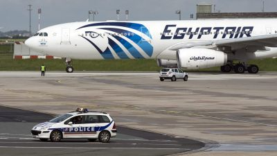 epa05317085 A French police car passes by an Egyptair plane taking off from the Charles de Gaule airport near Paris, France, 19 May 2016. According to media reports quoting Egyptair on 19 May 2016, EgyptAir Airbus A320 Flight MS804 disappeared off radar
