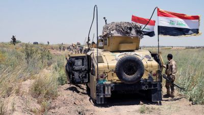 epa05329063 Iraqi military trucks take up position during a military operation southwest of Fallujah city, western Iraq on 25 May 2016. The Iraqi Army on 23 May began an offensive to take back the city of Fallujah, located around 50 kilometers east of