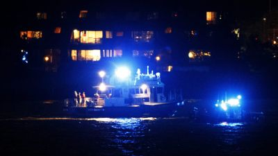 epa05333039 Rescue teams are seen on the scene of a plane crash in the Hudson River in New York, New York, USA, 27 May 2016. According to media reports, the plane that crashed is likely a P-47 World War II-era aircraft, and the pilot of the aircraft is
