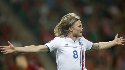 epa05365420 Birkir Bjarnason of Iceland celebrates scoring the equalizer during the UEFA EURO 2016 group F preliminary round match between Portugal and Iceland at Stade Geoffroy Guichard in Saint-Etienne, France, 14 June 2016.