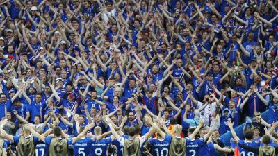 epa05384493 Iceland players celebrate with their fans after the final whistle of the UEFA EURO 2016 group F preliminary round match between Iceland and Austria at Stade de France in Saint-Denis, France, 22 June 2016. Iceland won 2-1.