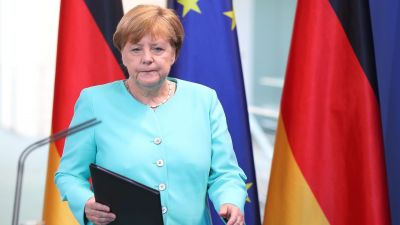epa05387536 German Chancellor Angela Merkel delivers a statement on the results of Britain's EU referendum, at the Federal Chancellery in Berlin, Germany, 24 June 2016. Britons in a referendum on 23 June have voted by a narrow margin to leave the