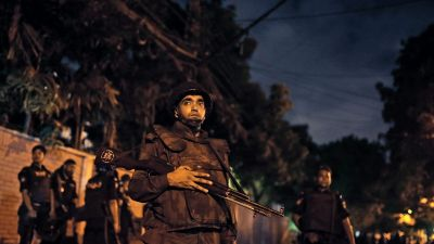 epa05402248 Bangladeshi security forces stand guard as they seal off the streets close to a Spanish resturant, following a hostage taking, in Dhaka, Bangladesh, late 01 July 2016. Two police officials have been killed during the encounter while some