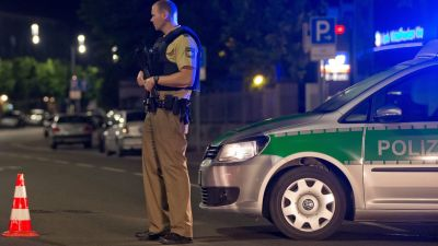 epa05439682 A policeman with a machine gun stands guards in Ansbach, Germany, 25 July 2016. A man was killed and eleven others were injured in an explosion in Franconia Ansbach late on 24 July. According to police, the explosion occurred on a downtown