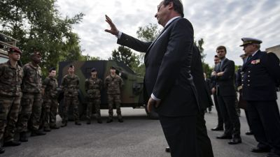 epa05440206 French president Francois Hollande reviews troops at the army base and command centre for France's anti-terror 'Vigipirate' plan, dubbed 'Operation Sentinelle', at the fort of Vincennes, on the outskirts of Paris,