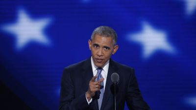 epa05444784 US President Barack Obama delivers remarks in the Wells Fargo Center on day 3 of the 2016 Democratic National Convention (DNC) in Philadelphia, Pennsylvania, USA, 27 July 2016. The four-day convention is expected to end with Hillary Clinton