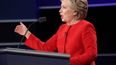 epa05557726 Democrat Hillary Clinton debates Republican Donald Trump during the first Presidential Debate at Hofstra University in Hempstead, New York, USA, 26 September 2016. The only Vice Presidential debate will be held on 04 October in Virginia, and