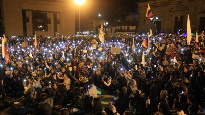 epa05595374 Demonstrators attend a peace vigil at the Plaza Bolivar in downtown Bogota, Colombia, 20 October 2016. During the vigil, activists lit a cauldron which will apparently burn until a peace agreement between the Colombian Government and the