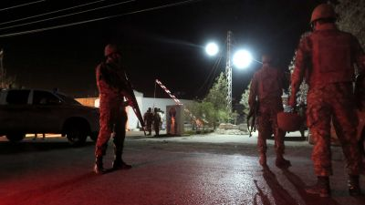 epa05601427 Pakistani security officials secure the site after suspected militants attacked at a Police training centre, in Quetta, Pakistan, 24 October 2016. At least twenty two cadets were injured in clashes with suspected militants after they attacked
