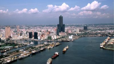 epa01058588 Ships sail into Taiwan's Kahsiung Harbour in this undated photo released by the Kaohsiung City Government. Federal Express Corp, the world's largest express delivery company, said 07 June 2007 it will stop flying to Kaoshiung after