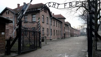 epa05128631 A general view on the gate with sign 'Work sets you free', of the former Nazi-German concentration and death camp KL Auschwitz-Birkenau before ceremonies marking the 71st anniversary of the liberation of the former Nazi-German