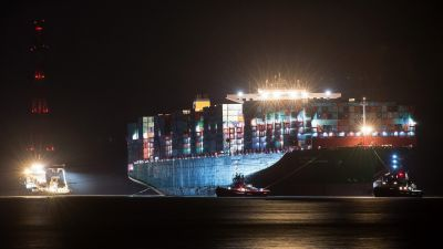 epa05150708 Tug boats are moored near grounded container freighter CSCL'Indian Ocean' of the China Shipping Line near Stade, Germany, 09 February 2016. The 'Indian Ocean' spans 400 metres in length and 59 metres in width, and is