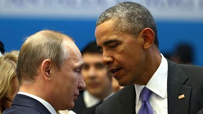 epa05027943 US President Barack Obama (R) and Russian President Vladimir Putin (L) talk before the second working session at the G20 Summit in Antalya, Turkey, 16 November 2015. In addition to discussions on the global economy, the G20 grouping of leading