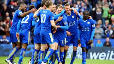 epa05275795 Leicester City's Marc Albrighton (centre) celebrates making it 4-0 during the English Premier League soccer match between Leicester City and Swansea City at The King Power Stadium in Leicester, Britain, 24 April 2016.  EPA/TIM KEETON