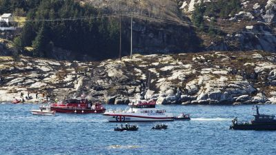 epa05282851 Rescue personnel search the waters off the site of a helicopter crash, west of the Norwegian city of Bergen, 29 April 2016. There have been reportedly 13 people on board the aircraft when it crashed by yet undetermined reason near a small