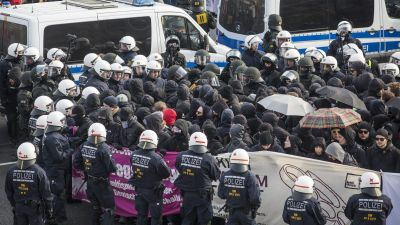 epa05283669 German police surround protesters who tried to block off access to the exhibition center where the Alternaitve for Germany (AfD) is to hold its party convention, in Stuttgart, Germany, 30 April 2016. German right-wing anti-migration
