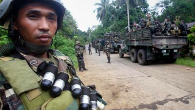 epa04450569 Filipino army soldiers deploy in military trucks in Patikol town, Sulu province, southern Philippines, 17 October 2014. Philippine troops were on heightened alert  ahead of a deadline set by Islamist militants to execute one of two German
