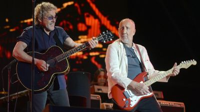 epa04823136 Roger Daltrey (L) and Pete Townshend (R) of British rock band 'The Who' perform on The Pyramid Stage on the fifth day of Glastonbury Festival of Contemporary Performing Arts 2015, held at Worthy Farm, near Pilton, Somerset, Britain,
