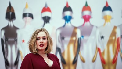 epa05179158 British singer Adele arrives on the red carpet for the 2016 Brit Awards at the O2 Arena in Greenwich, London, Britain, 24 February 2016.  EPA/ANDREW COWIE